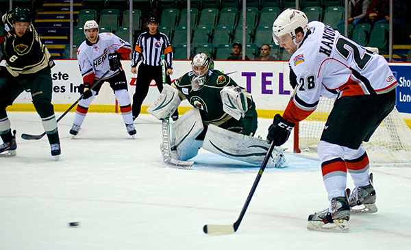 Forward Ben Hanowski accepts a pass during an Abbotsford Heat power play in first period action at the AESC. Photo by Jason Kurylo for Pucked in the Head.